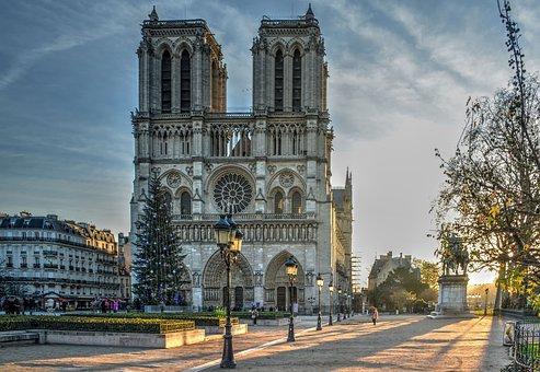 cathedral-paris-triplisters